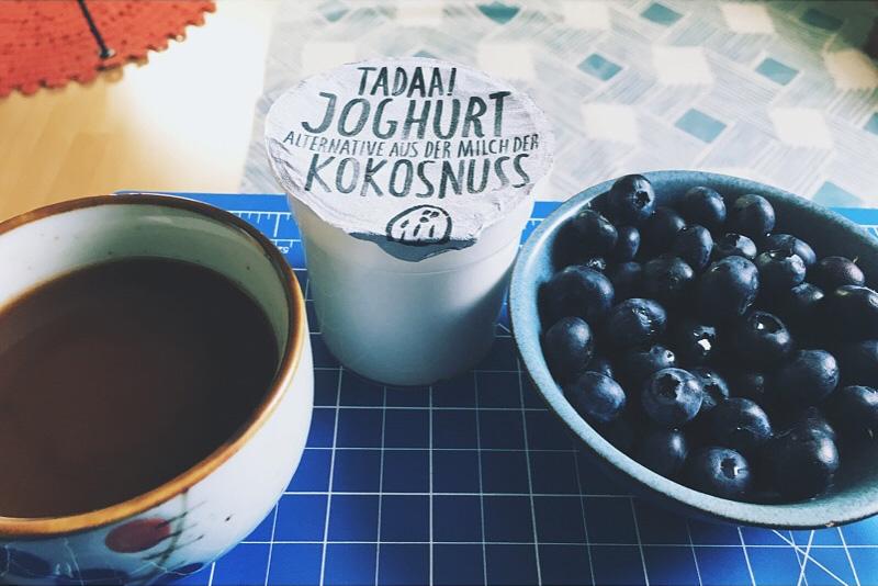 Blaubeeren Brainfood Kokosnussjoghurt Kaffee Coaching Erlangen Moehrendorf